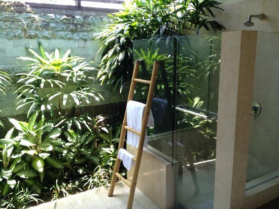 Bliss Sanctuary for Women: Outdoor Bathroom Area of Bedroom