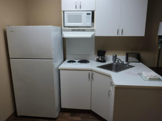 Extended Stay America - Tampa - Airport - Spruce Street: Kitchen