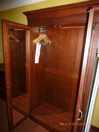 Clarion Inn Lake Buena Vista: closet