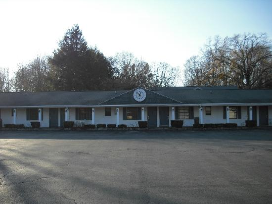 Village Square Motel Picture