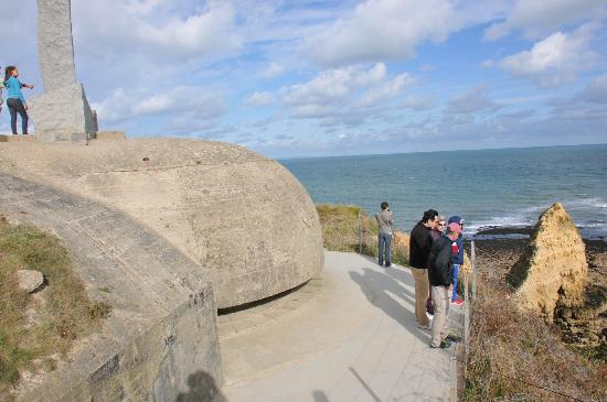 Best of France Tours: Pointe du Hoc casemate