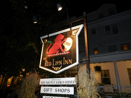 Red Lion Inn Dining Room: A Red Lion