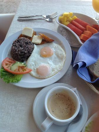 La Mariposa Hotel: Costa Rican Breakfast