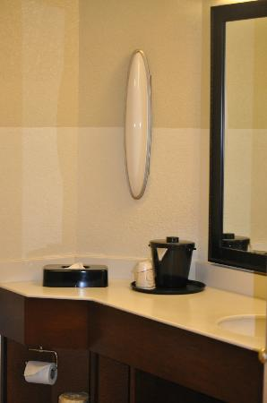 La Quinta Inn & Suites Raleigh Cary : couldnt picture it all-but very updated and elegant