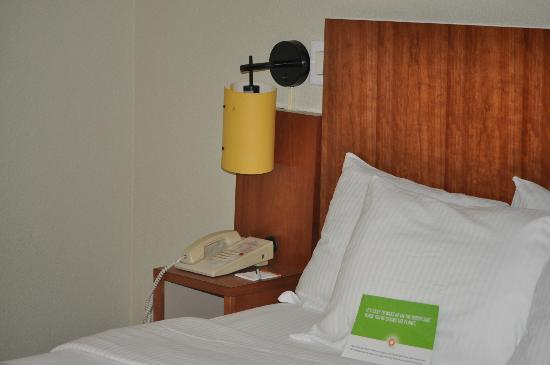 La Quinta Inn & Suites Raleigh Cary: totally clean with tables-and alarm clock - lights for two
