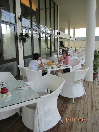 Nexus Resort & Spa Karambunai : Breakfast