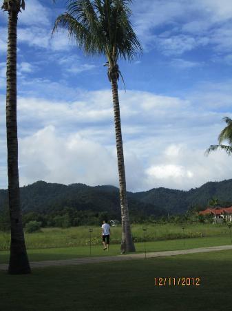 Nexus Resort & Spa Karambunai : Breakfast with a view