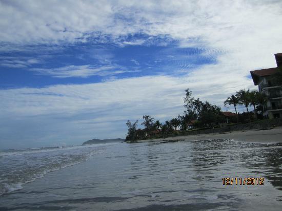 เนกซัสรีสอร์ท แอนด์ สปา การัมบูไน: Beach