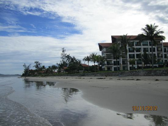 Nexus Resort & Spa Karambunai: Beach is nice