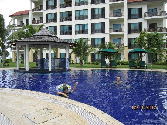 Nexus Resort & Spa Karambunai: Pool is nice but too small