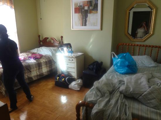 New York Homestay: My room! Sorry that it's messy. Haha.