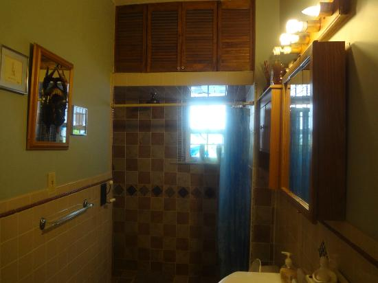 New York Homestay: Bathroom