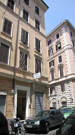 Hotel Papa Germano: Front entrance