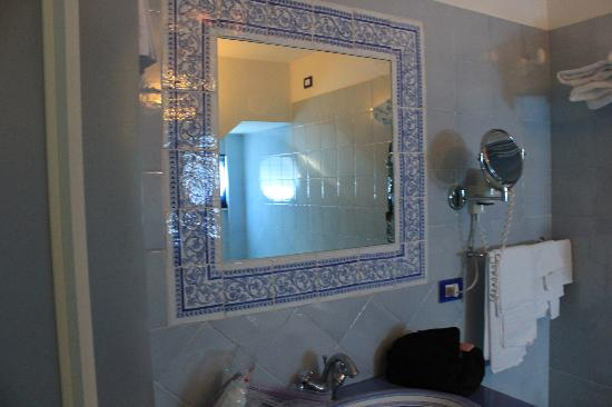 هوتل سان ميشيل: Bathroom 
