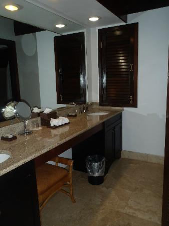 Renaissance St. Croix Carambola Beach Resort & Spa: his and hers sinks