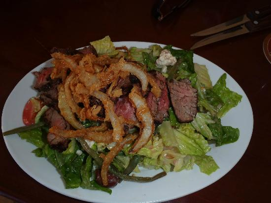 Renaissance St. Croix Carambola Beach Resort & Spa: crispy steak salad