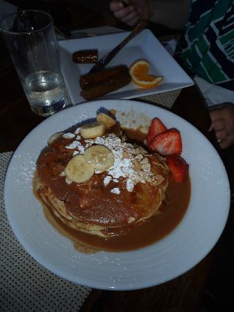 Renaissance St. Croix Carambola Beach Resort & Spa: Banana rum pancakes