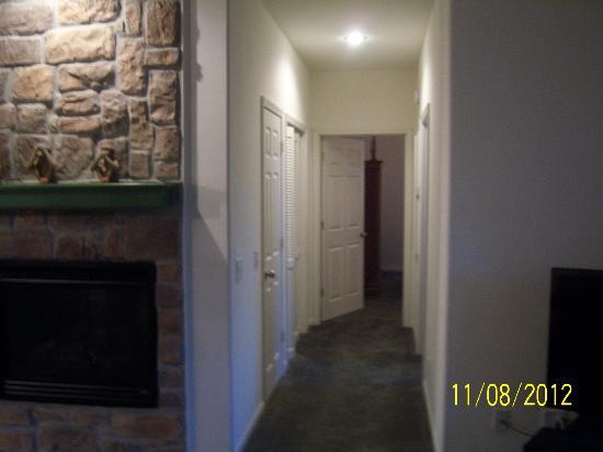The Greens II Resort at Bella Vista Village: hallway