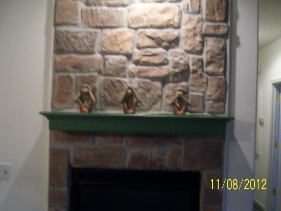 The Greens II Resort at Bella Vista Village: fireplace mantle