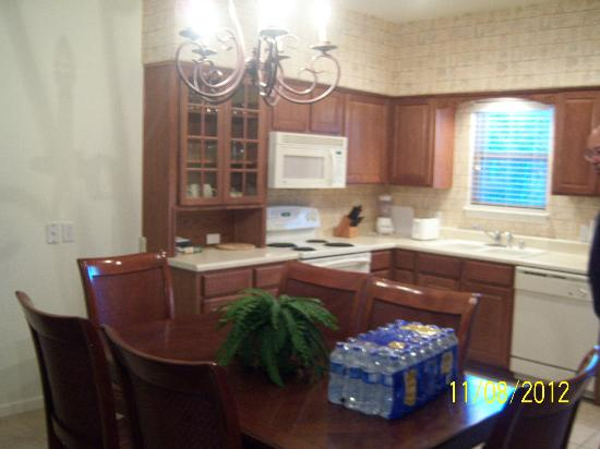 The Greens II At Bella Vista Village: kitchen area