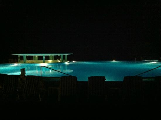 Iberostar Grand Hotel Rose Hall: pool at night