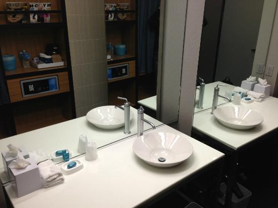 Aloft Mount Laurel : sink