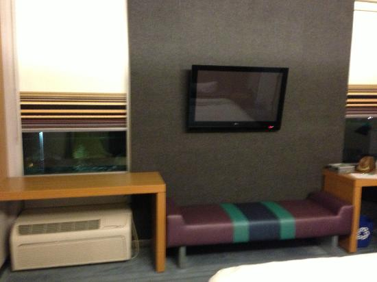 Aloft Mount Laurel: tv