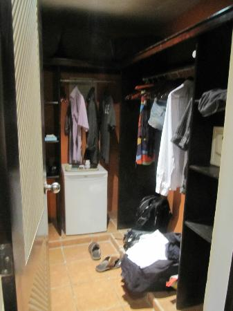 Club Med Punta Cana: Walkin Closet with safe and fridge - safe big enough for laptop