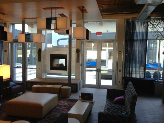 Aloft Mount Laurel : entrance