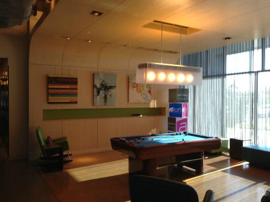 Aloft Mount Laurel : pool table in the lobby