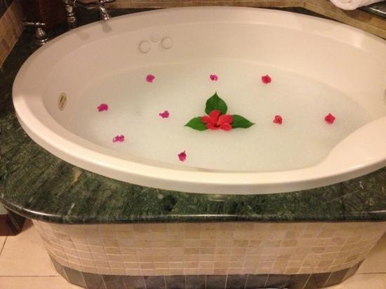 Sandals Montego Bay : my bath each night I return