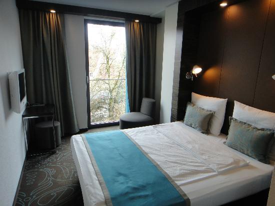 Vorderfront des hotels bild von motel one m nchen for Motel one doppelzimmer