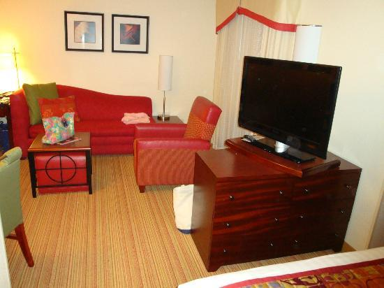 Residence Inn Portland Airport at Cascade Station: living area