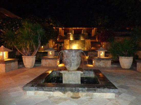 AYANA Resort and Spa: Grounds at night