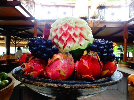 AYANA Resort and Spa: Delicious variety of fruit at Padi