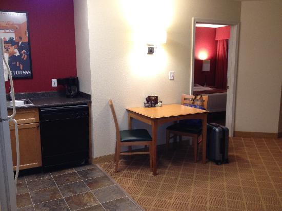Residence Inn Atlanta Midtown / 17th Street: Spacious room 1