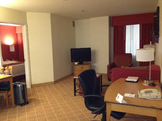 Residence Inn Atlanta Midtown/Peachtree at 17th: Spacious room 2