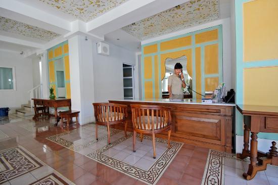 Samsara Inn by Lingga Murti: Receptionist