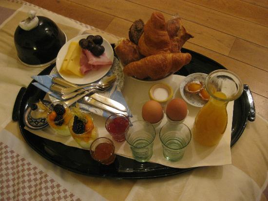 Prince Henry, Private Suites and Gardens: A breakfast tray