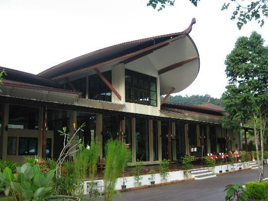 Aonang Phu Petra Resort, Krabi: Front entrance of resort
