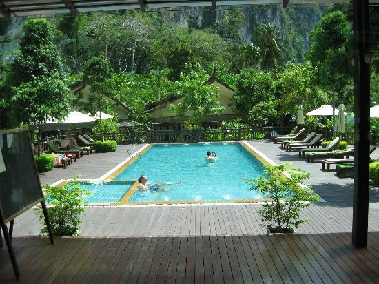 Aonang Phu Petra Resort, Krabi: Pool Area