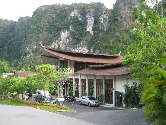 Aonang Phu Petra Resort, Krabi Thailand: Front of resort