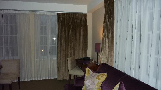 Dolphin House Serviced Apartments: Lounge in 1 bd apartment - spacious
