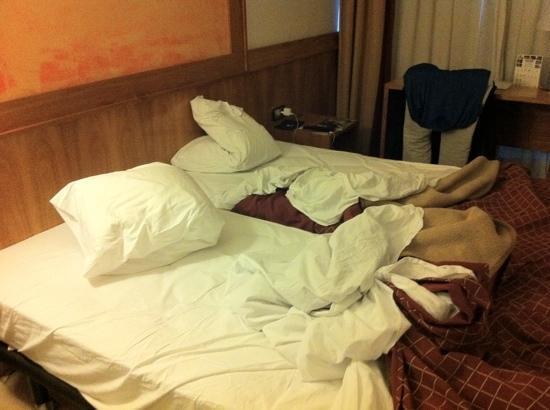 Hotel Paral - lel: la chambre et le ménage pas fait a 16h