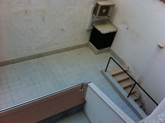 Hotel Paral - lel: vue de la chambre
