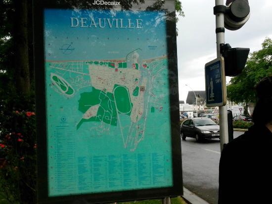 Le Bac de Trouville Deauville : Street Market by the Train station