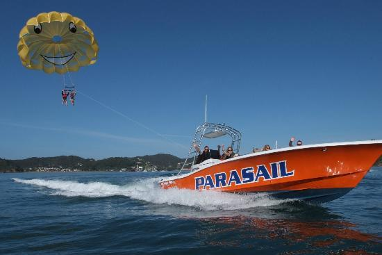‪Flying Kiwi Parasail‬