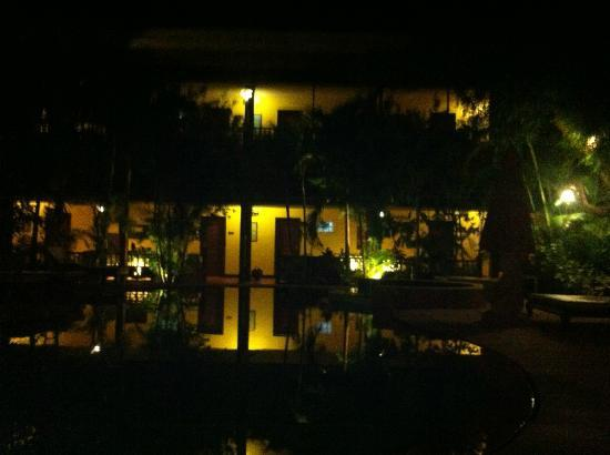 Pavillon Indochine Hotel: Evening from the pool ...