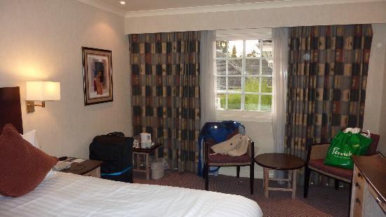 Pembury, UK: Good sized room