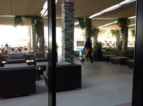Park Inn by Radisson Abu Dhabi Yas Island: The pool side had a lot of hanging out area